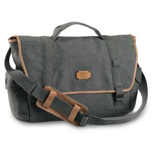 LIVELY UP™ LEATHER MESSENGER